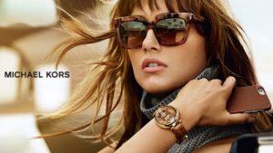 Chẳng cần trang sức, nàng chỉ cần một chiếc đồng hồ thôi là đủ